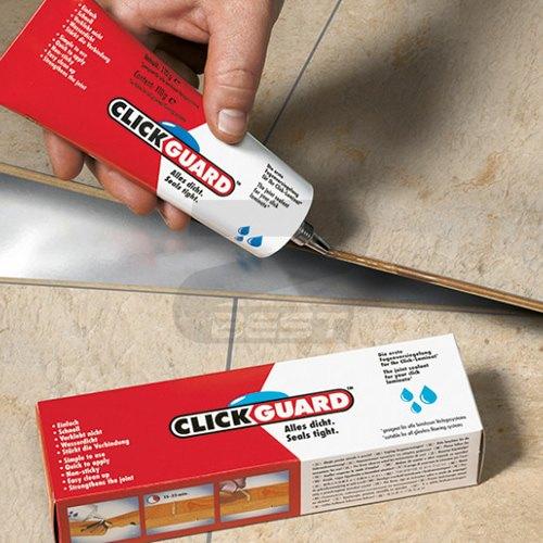 Нанесение герметика на стык ламината под плитку
